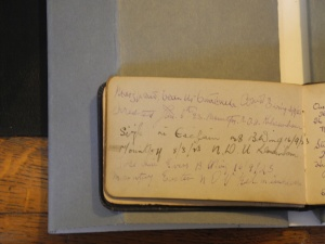 An example of women who have chosen to sign their names using Irish in an autograph book (Kilmainham Gaol Archive)